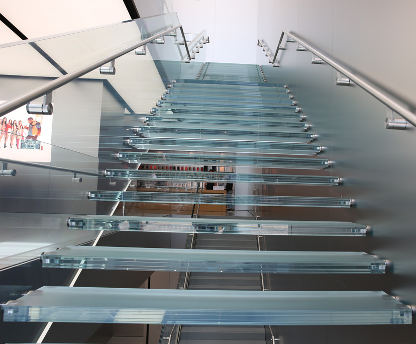 Factory anti slip tempered laminated stairs steps glass